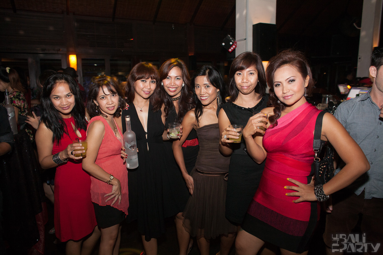 002_Fashion TV Blue Glue Bikini Fashion Show @Hu'u Bar 2011-08-12