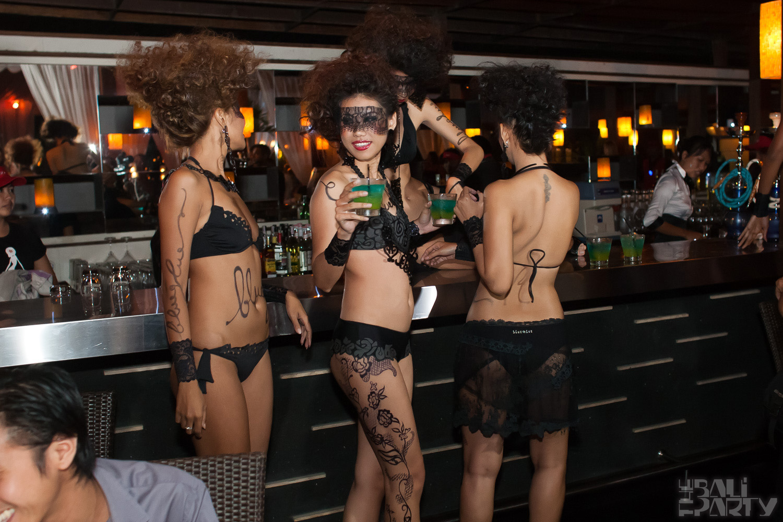 013_Fashion TV Blue Glue Bikini Fashion Show @Hu'u Bar 2011-08-12