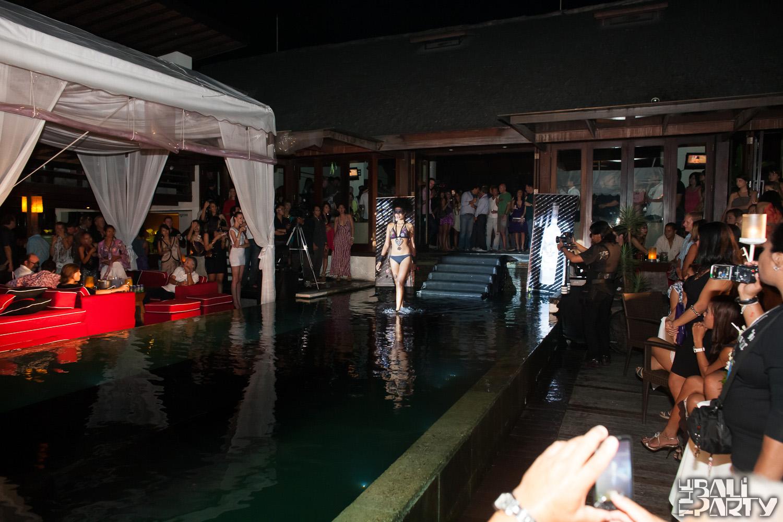 020_Fashion TV Blue Glue Bikini Fashion Show @Hu'u Bar 2011-08-12