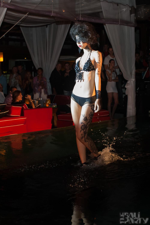 021_Fashion TV Blue Glue Bikini Fashion Show @Hu'u Bar 2011-08-12