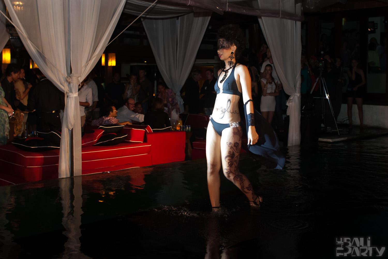 023_Fashion TV Blue Glue Bikini Fashion Show @Hu'u Bar 2011-08-12