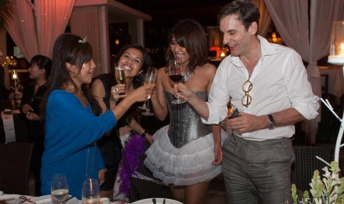 Birthday Party at Hu'u Bar 2011-09-24_051