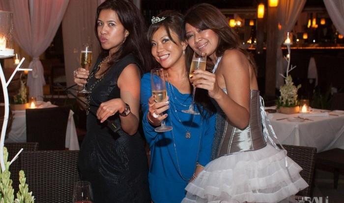 Birthday Party at Hu'u Bar 2011-09-24_052