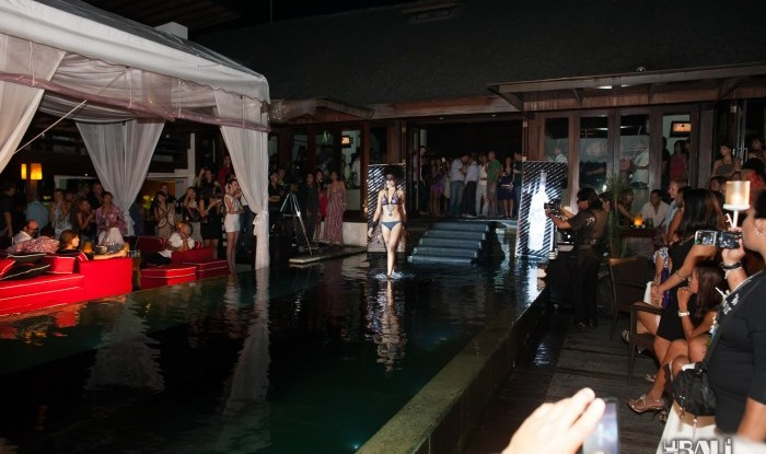 020_Fashion TV Blue Glue Bikini Fashion Show @Hu'u Bar 2011-08-12