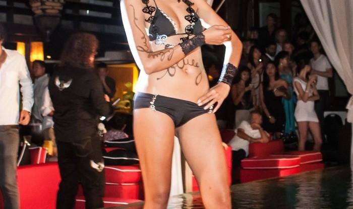 027_Fashion TV Blue Glue Bikini Fashion Show @Hu'u Bar 2011-08-12