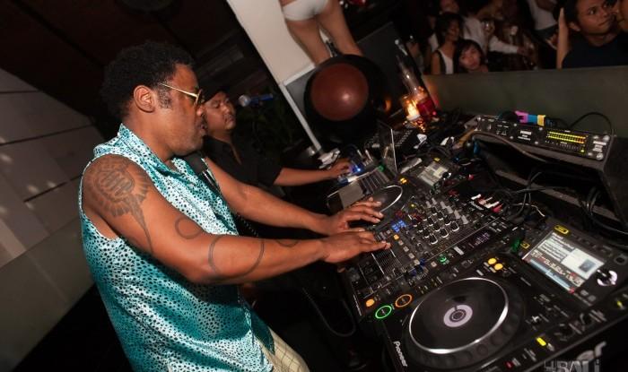 043_Fashion TV Blue Glue Bikini Fashion Show @Hu'u Bar 2011-08-12