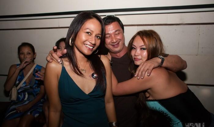 047_Fashion TV Blue Glue Bikini Fashion Show @Hu'u Bar 2011-08-12