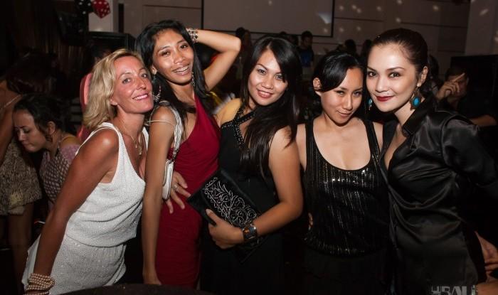 103_Fashion TV Blue Glue Bikini Fashion Show @Hu'u Bar 2011-08-12